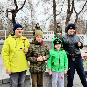 Ко Дню Победы у нас состоялась экскурсия к военному Мемориалу ( ул. Дудинская 2а). В ней приняли участие ребята средней, старшей группы и УТК.